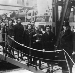 Ankunft jüdischer Flüchtlinge in London 1939 (Bundesarchiv)